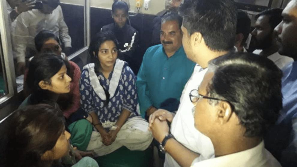 rohit-pawar-meet-that-daughters-from-punatamba/
