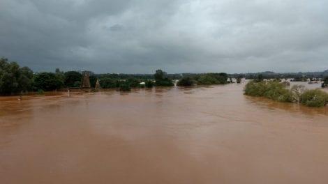 नदीला महापूर
