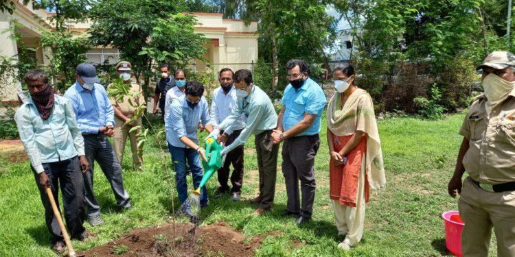 पर्यावरणमंत्री श्री. ठाकरे