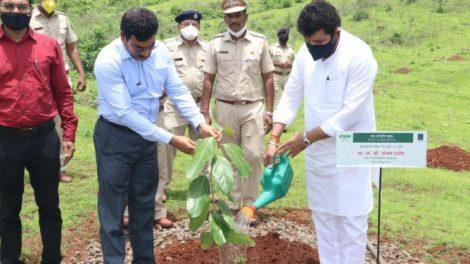 वन व भूकंप पुनर्वसनमंत्री संजय राठोड
