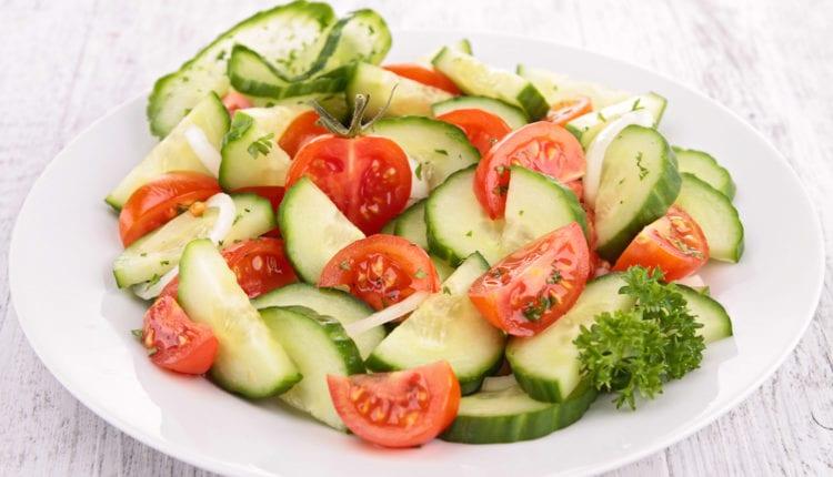 टोमॅटो-आणि-काकडी
